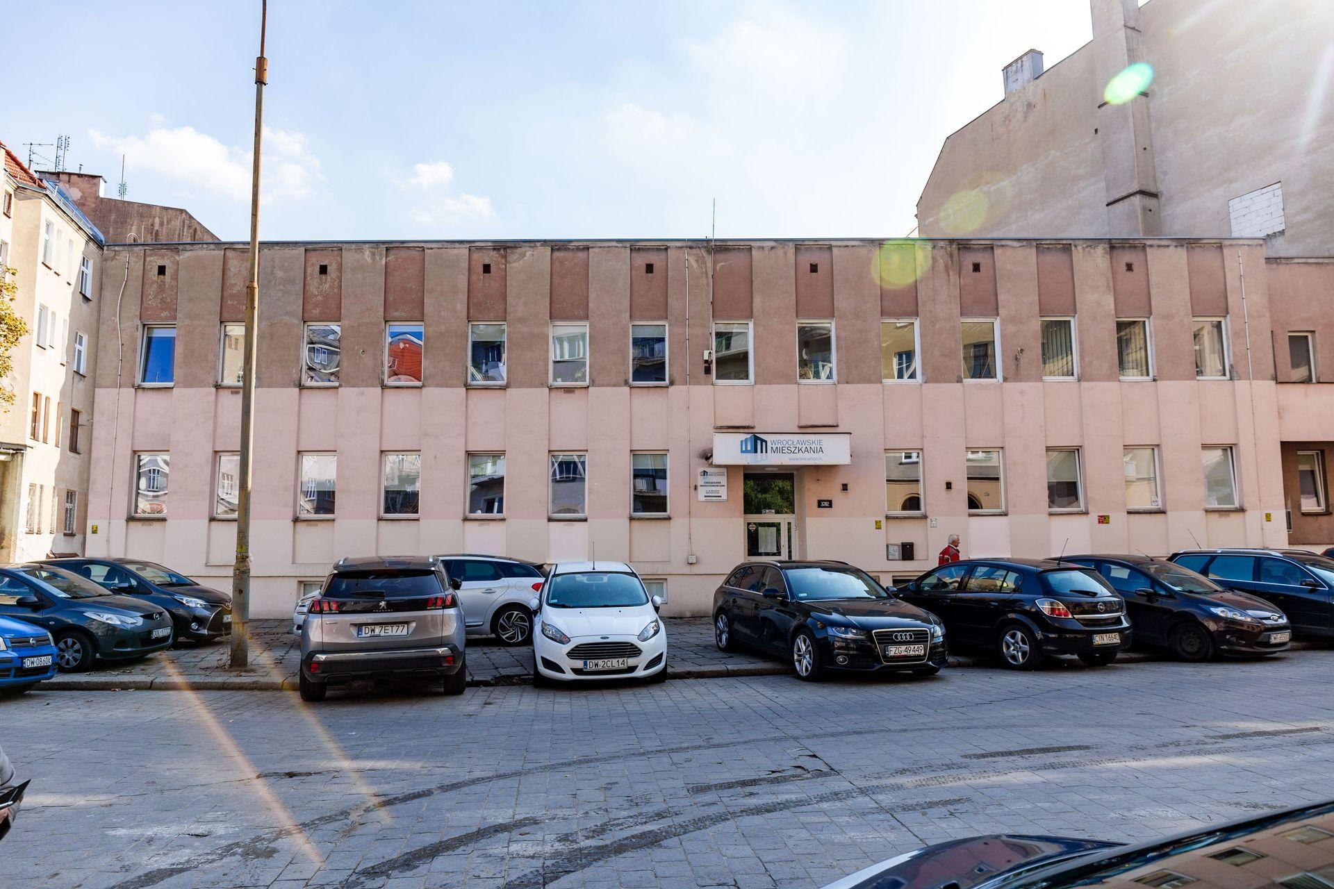 Develia zburzy dawną siedzibę Wrocławskich Mieszkań na Ołbinie