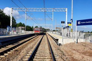 Podróżni korzystają już z nowych przystanków kolejowych w Krakowie i Skawinie [ZDJĘCIA]