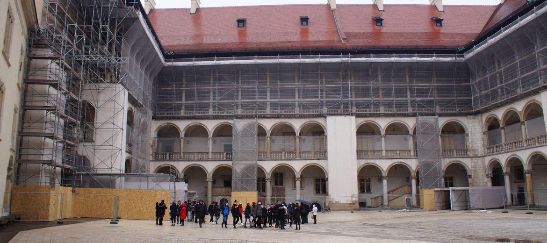 Kraków: Ruszył remont dziedzińca