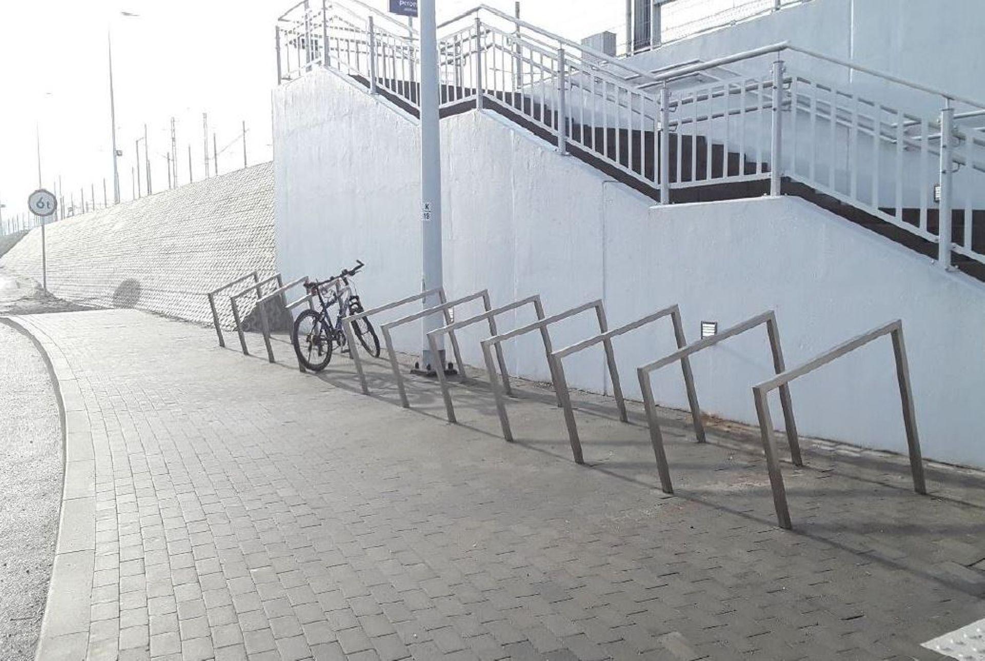 Pojawią się nowe stojaki rowerowe przy ponad 1500 stacjach i przystankach oraz ponad 300 dworcach kolejowych w Polsce
