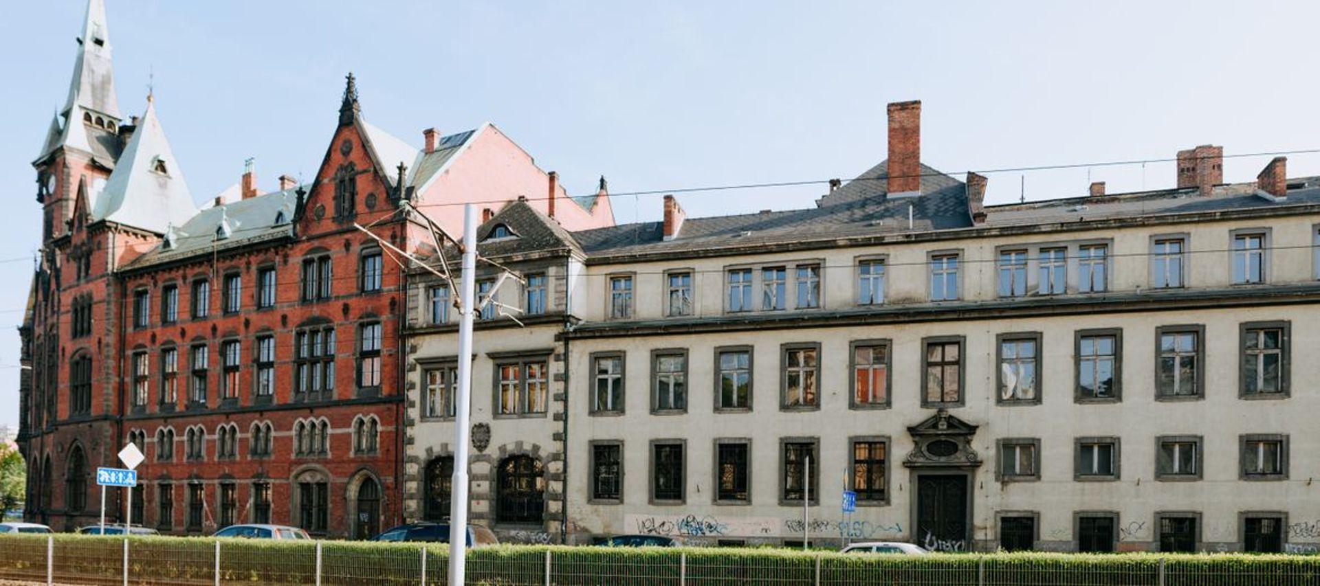 Uniwersytet Wrocławski znów próbuje sprzedać bibliotekę i pałac przy Rynku – tym razem osobno