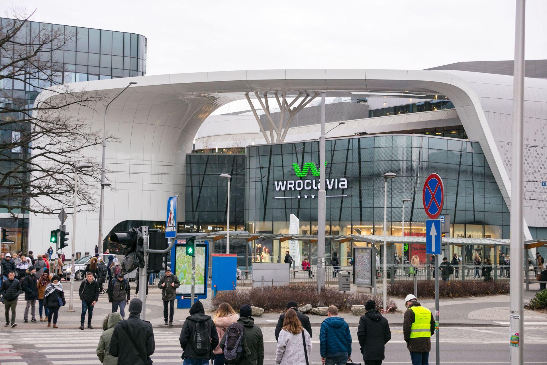 Przy Wroclavii powstanie pawilon gastronomiczny w miejsce sklepu Żelaznego