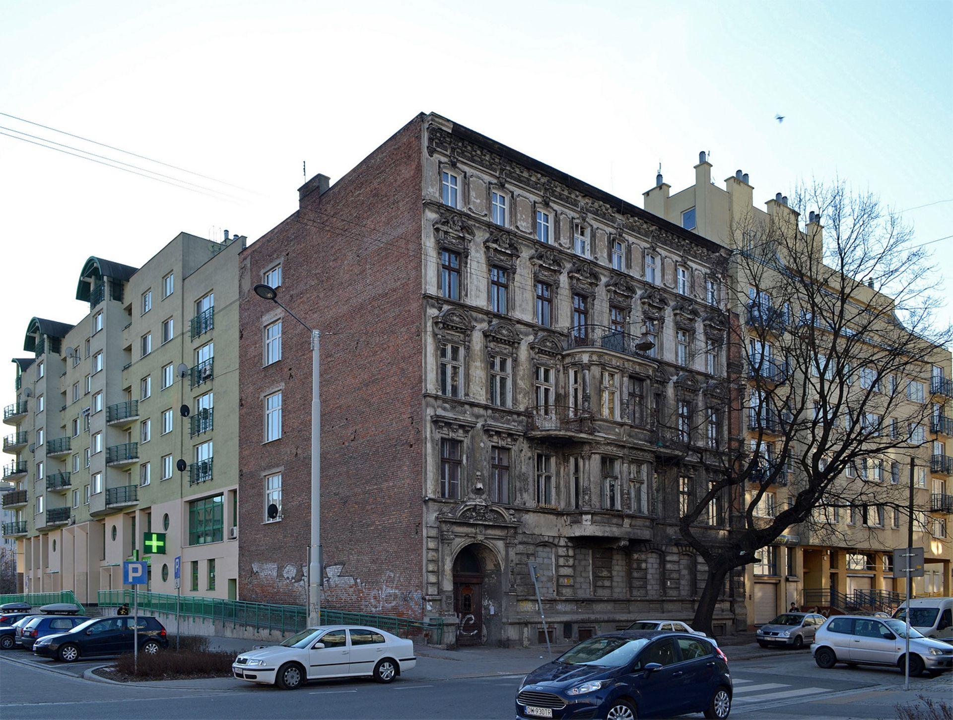 Miasto sprzedało za miliony zrujnowaną, zabytkową kamienicę w centrum Wrocławia