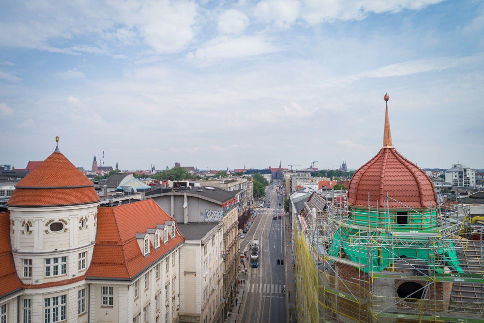 Hotel Grand we Wrocławiu odzyskał historyczną wieżę [ZDJĘCIA + WIZUALIZACJE]