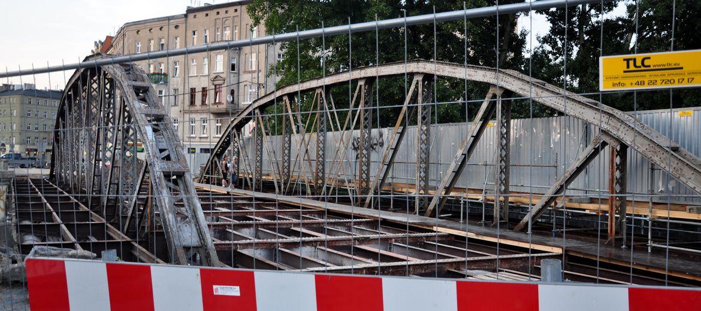 Mosty Młyńskie w połowie