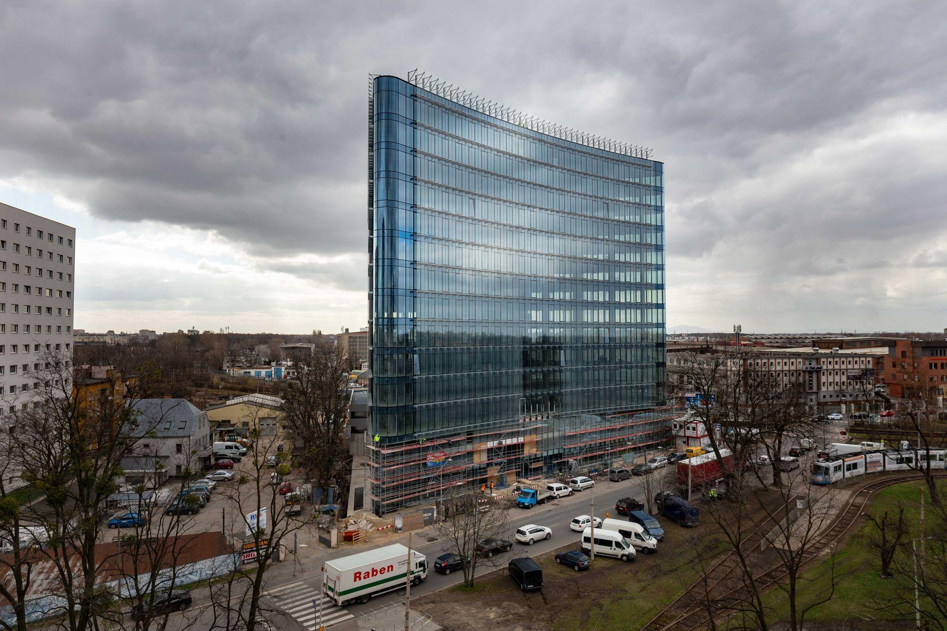 Wrocław: Deloitte stawia na Carbon Tower. Wynajmuje nowe biuro serwisowane