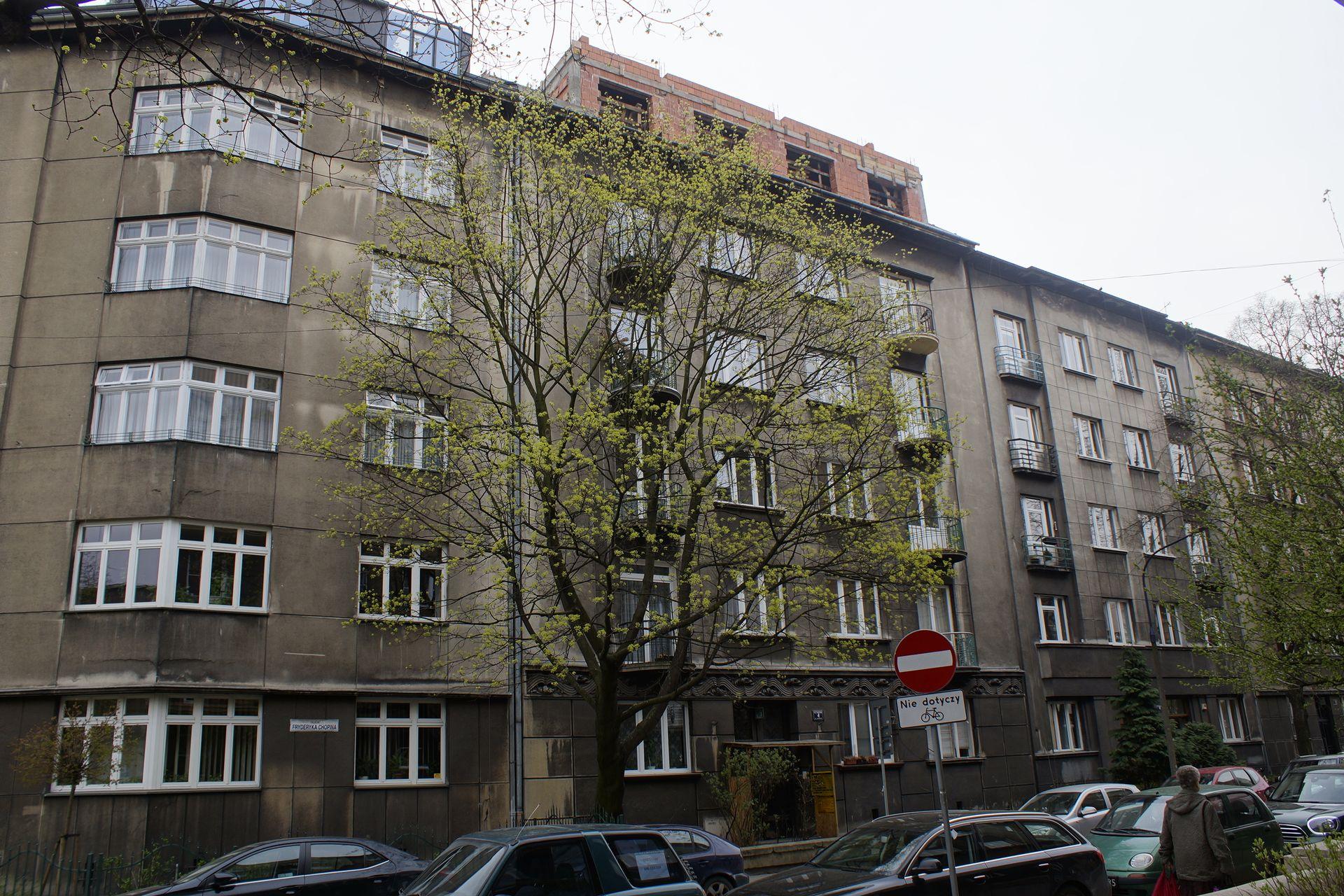 Kraków: Przebudowa zabytkowej kamienicy na Krowodrzy niezgodna z projektem. Jest nakaz wstrzymania prac