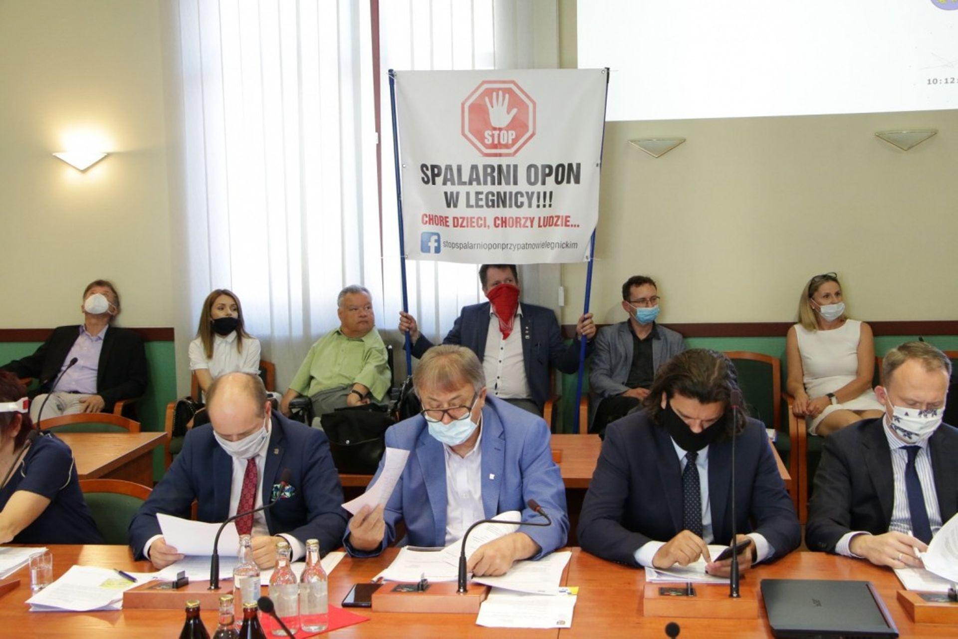 Legnica: Protesty mieszkańców przyniosły skutek. Inwestor wycofuje się z budowy spalarni opon
