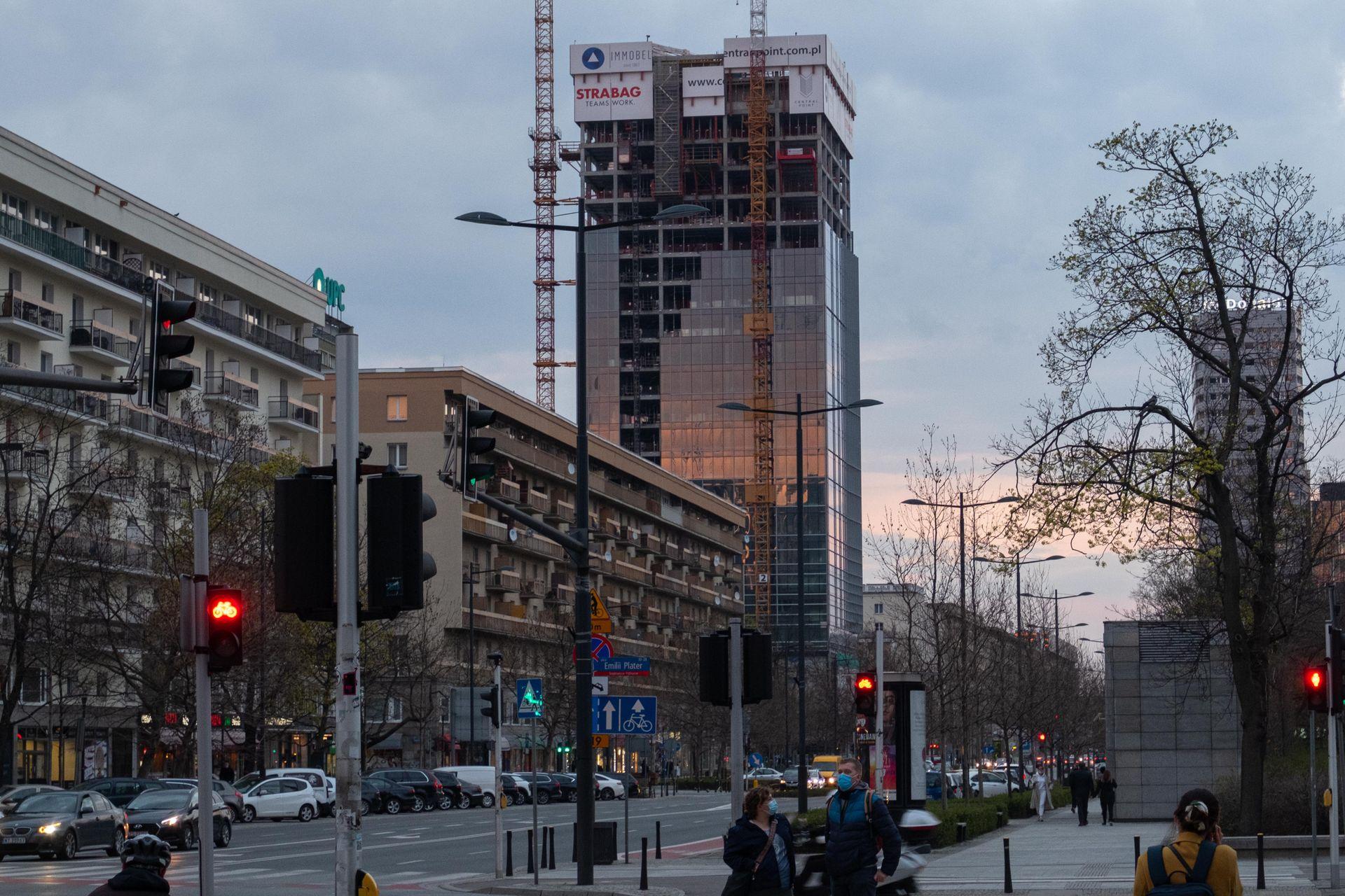 Biurowiec Central Point w Warszawie coraz bliżej ukończenia [FILM]