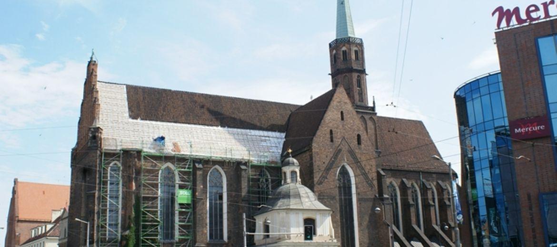 Dominikanie remontują dach swojego