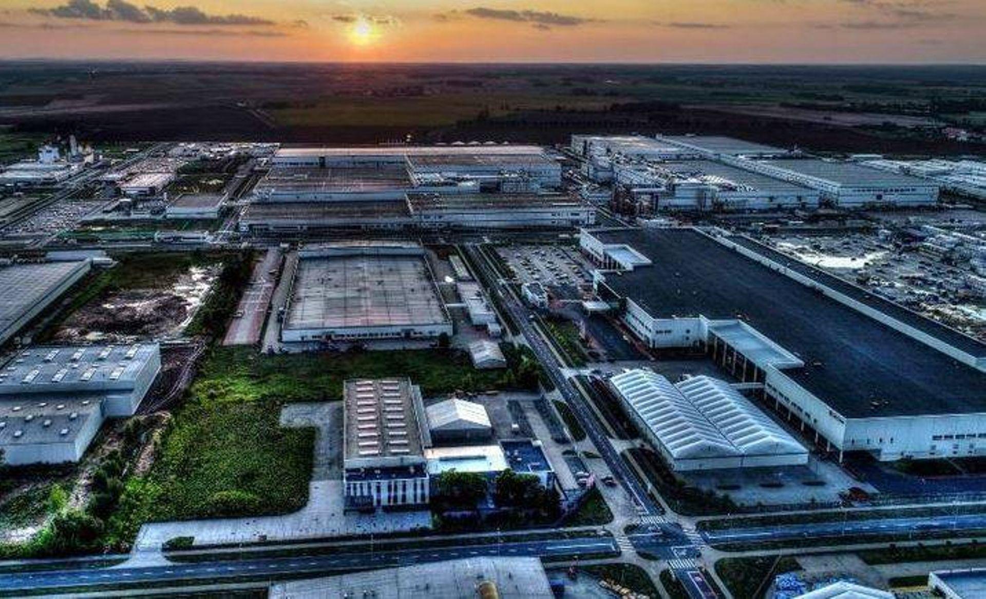 Powstająca pod Wrocławiem największa na świecie fabryka akumulatorów do aut elektrycznych będzie jeszcze większa