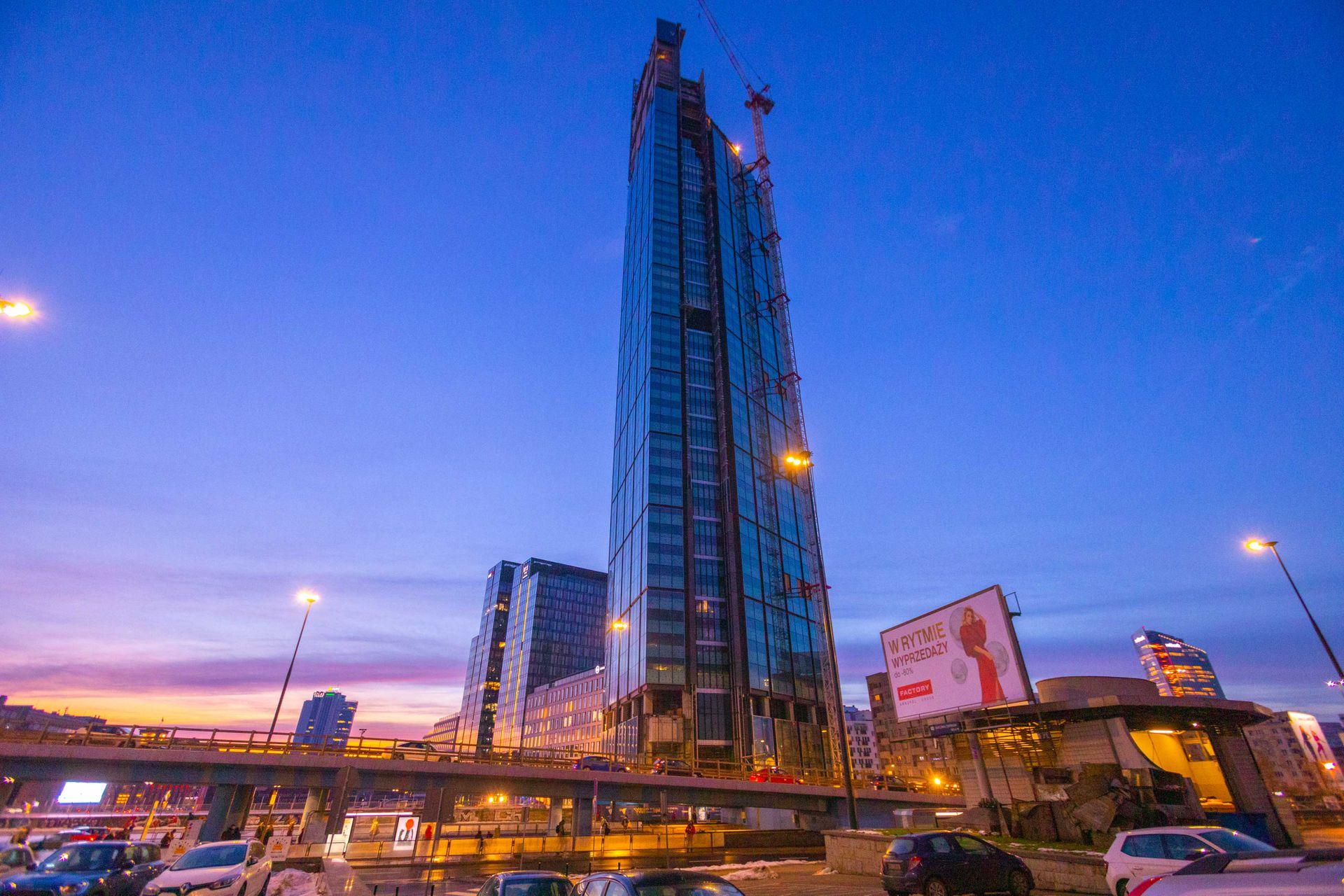 Warszawa: Przy ulicy Chmielnej trwa budowa 310 metrowej wieży Varso Tower