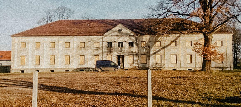 Zabytkowy pałac w Krzywiczynach