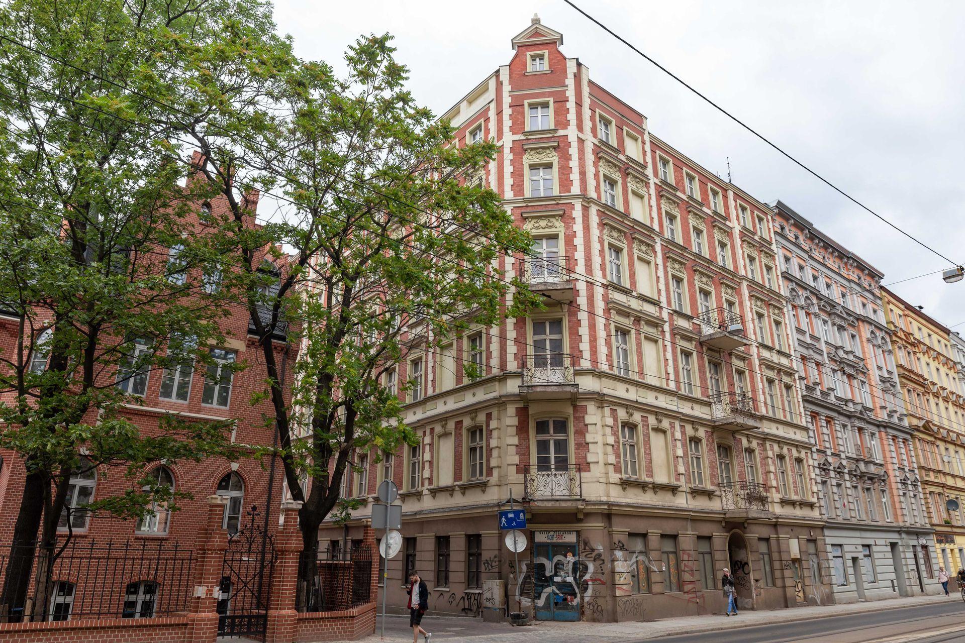Miasto po raz kolejny spróbuje sprzedać zabytkową kamienicę na wrocławskim Nadodrzu. Obniża cenę