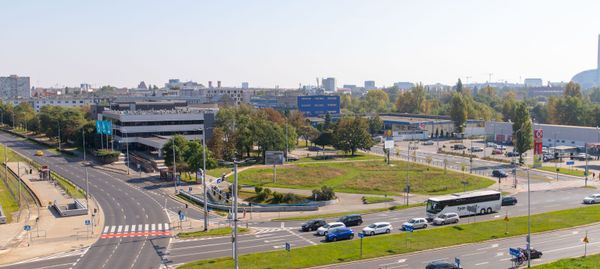 Znany wrocławski deweloper kupił działkę wraz z biurowcem tuż przy Placu Strzegomskim