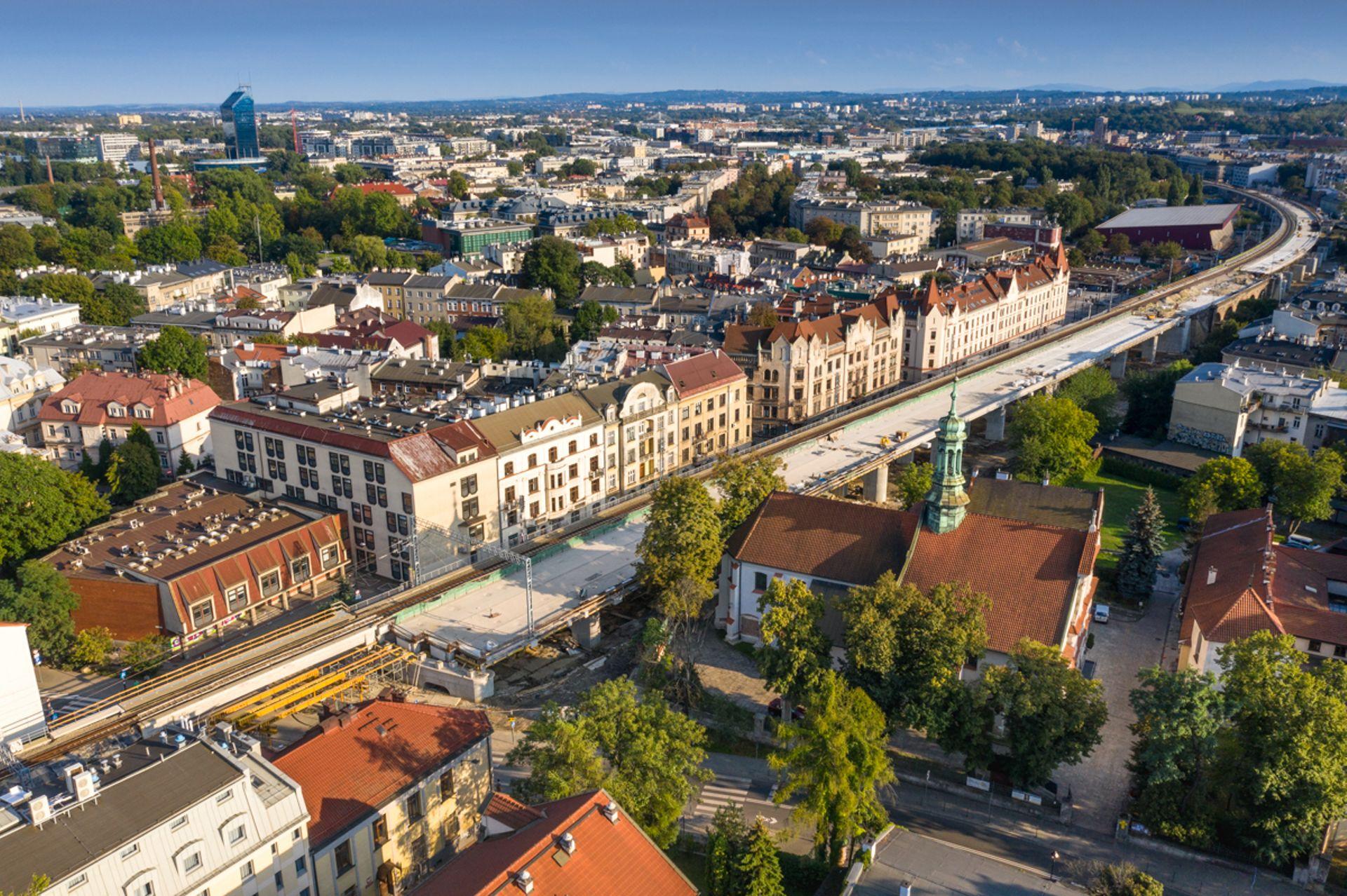 Kraków: tereny pod kolejowymi estakadami zostaną zagospodarowane