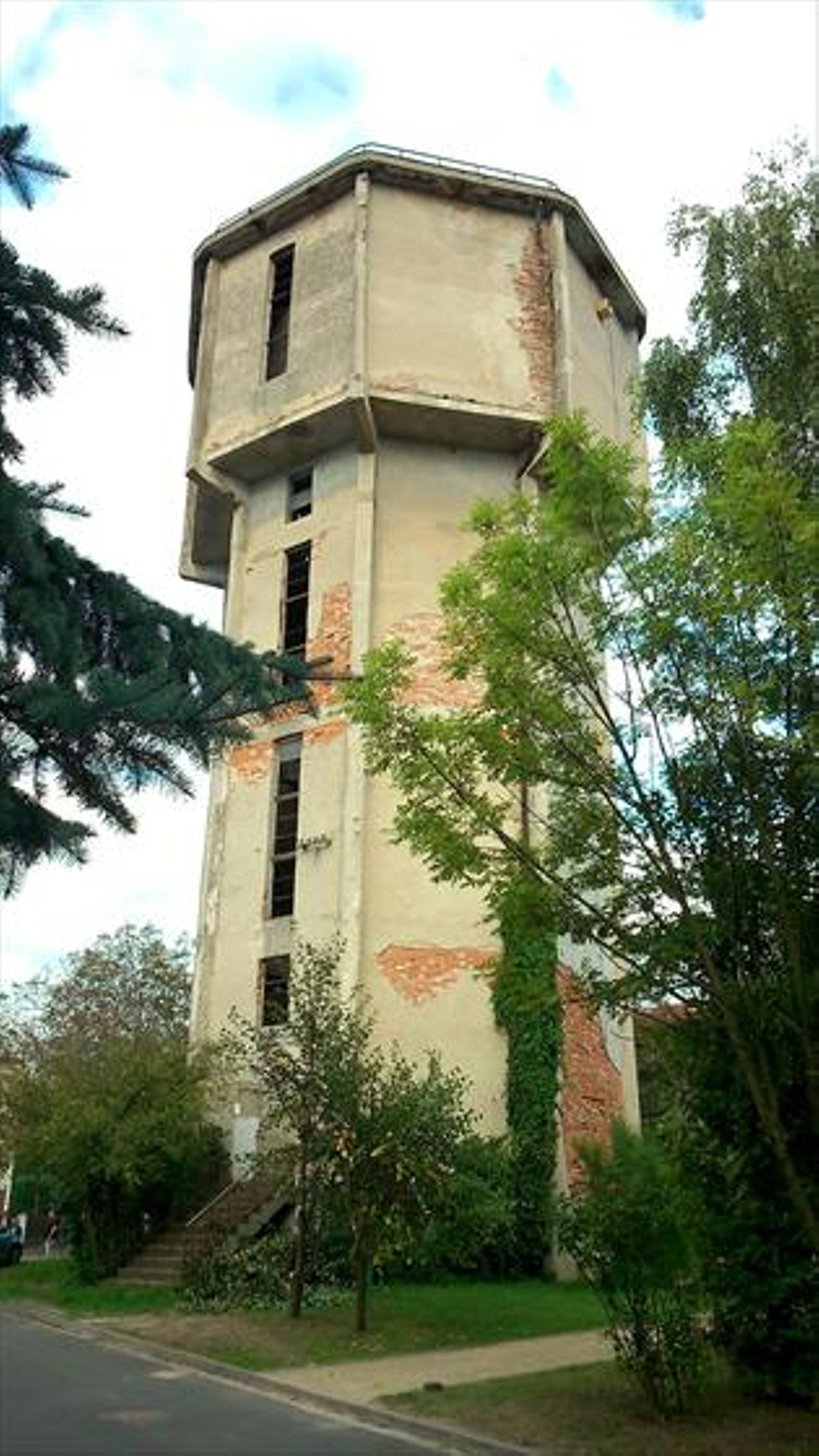 Wrocław: Zabytkową wieżę ciśnień na Kuźnikach czeka rewitalizacja. Powstaną mieszkania i usługi