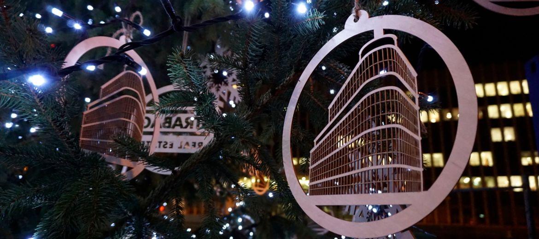 Iluminacja świątecznej choinki na