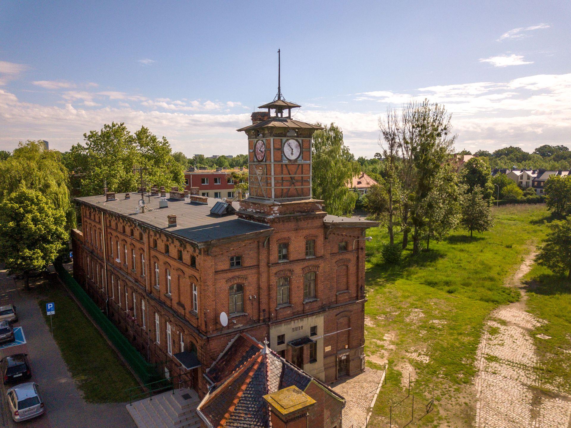 Wrocław: Co z zabytkową cukrownią Klecina? PZU planowało rekonstrukcję wieży zegarowej i komina