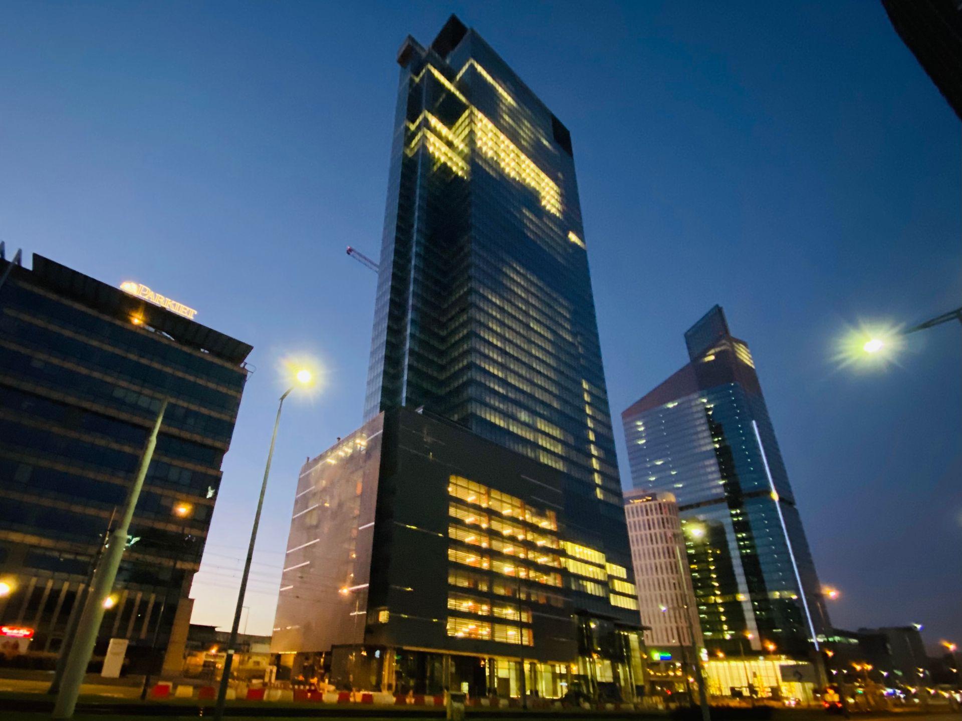 Warszawa: Trwa budowa 202 metrowej wieży biurowej Warsaw Unit [FILM]