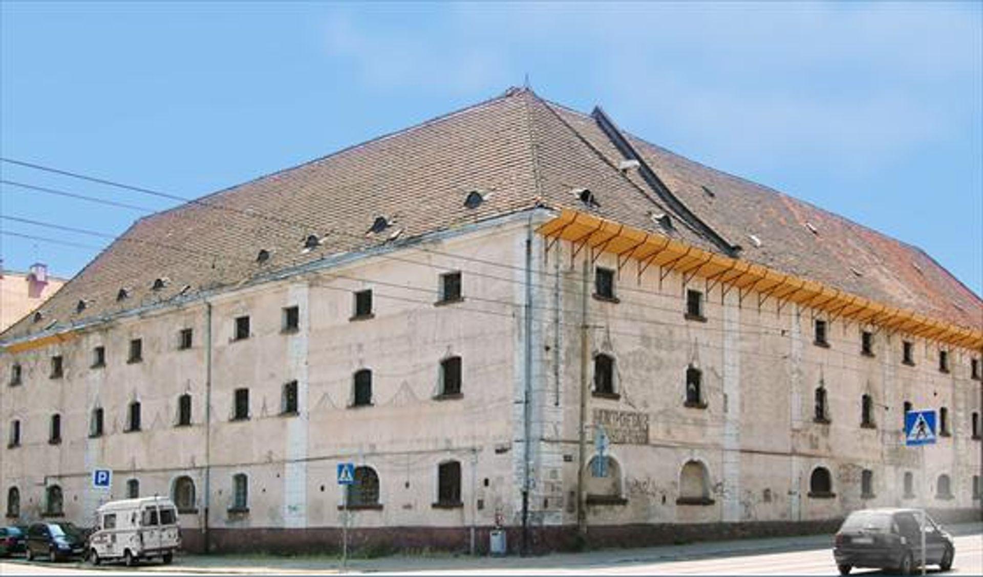 [Wrocław] Biurowiec w zabytkowym spichlerzu. A obok wyrośnie nowy budynek