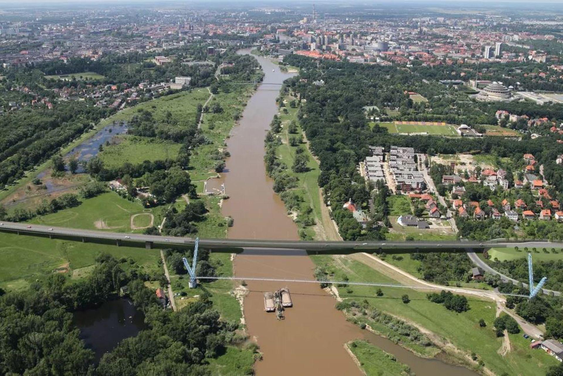 Wrocław: Trwa budowa Alei Wielkiej Wyspy i mostu Wschodniego [FILM + ZDJĘCIA]