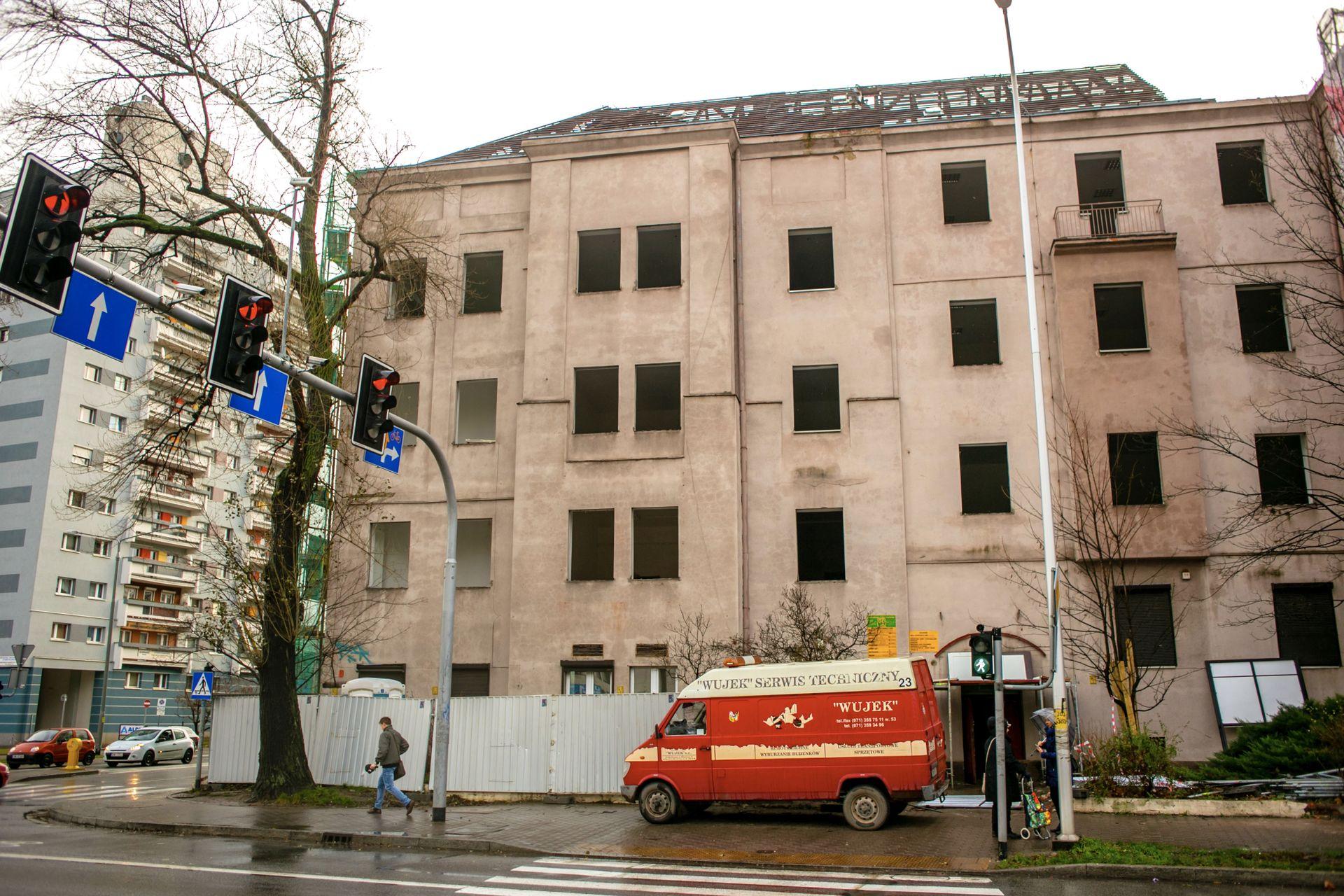 [Wrocław] Ruszyła rozbiórka kamienicy po urzędzie pracy. Stanie tam wysoki biurowiec