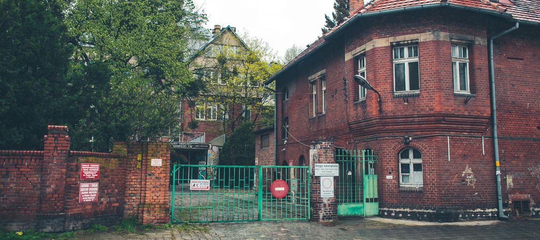 Poszpitalne budynki przy Bujwida