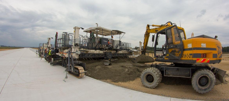 Trwa betonowanie nowej drogi
