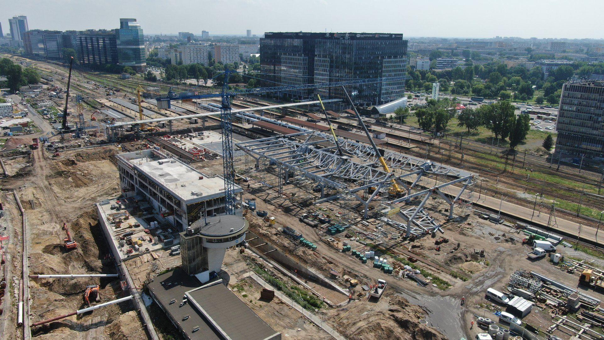 Trwają prace przy zadaszeniu peronów na stacji Warszawa Zachodnia [FILM + ZDJĘCIA]