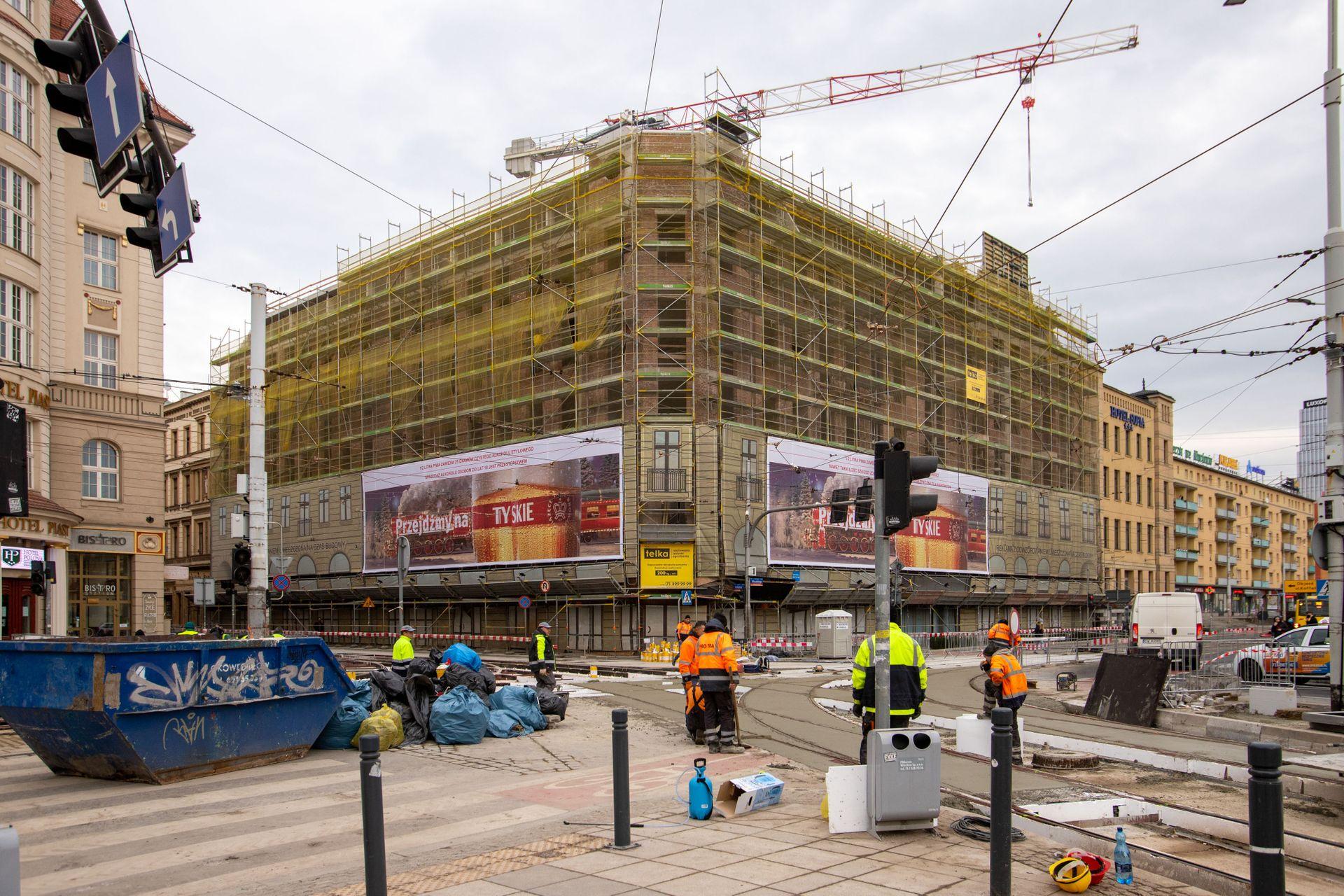Wrocław: Przy Dworcu Głównym PKP trwa remont skrzyżowania i odbudowa Hotelu Grand [FILM + ZDJĘCIA]
