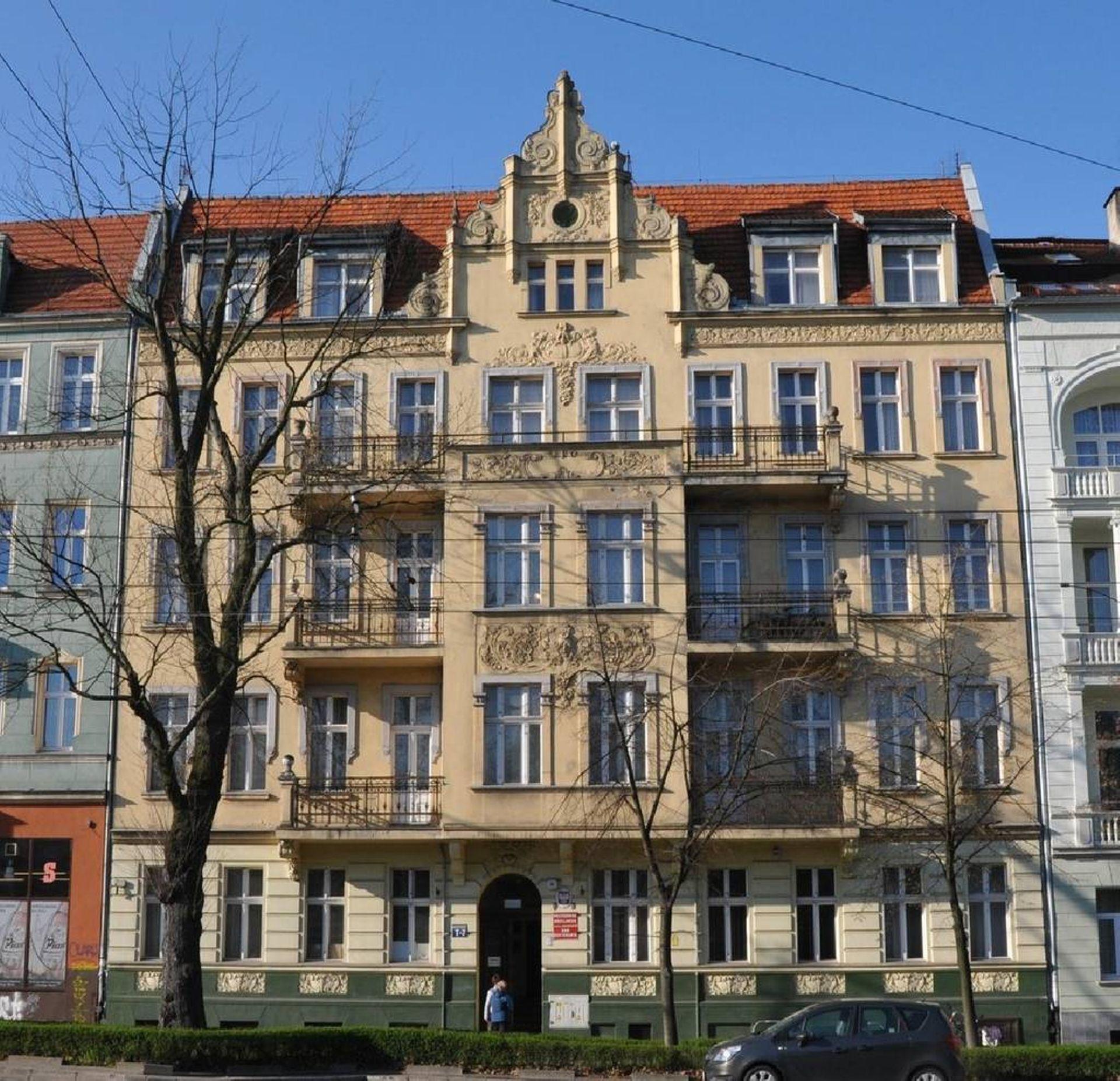 Politechnika Wrocławska obniża cenę i znów szuka chętnego na zabytkową kamienicę przy Odrze